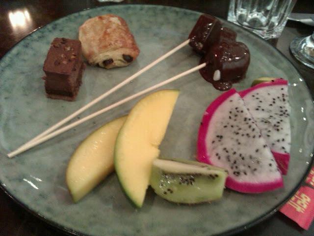 Forskellige ting fra dessertbordet