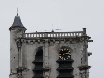 Reçu un beau diapo....Les horloges et pendules des rues..... - Page 25 Horloge+madeleine+P1070706