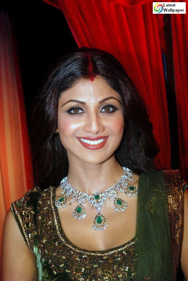 Shilpa Shetty Hot And Beautiful Wallpapers 2010-6626