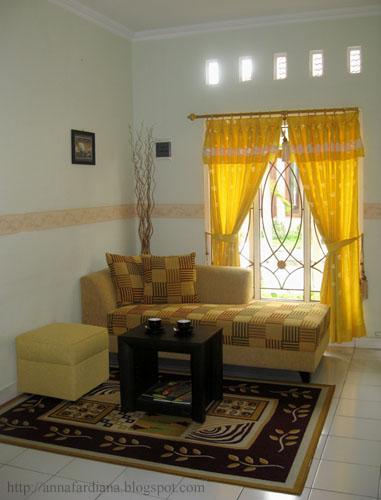 Pilihlah Yang Minimalis Sehingga Tidak Terlalu Memenuhi Ruangan Tamu Sekaligus Keluarga Tersebut Kalaupun Ada Perabot Besar Maksimal Satu 1 Buah