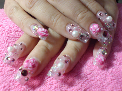 Hello Kitty Nail Art Design. Of course, Hello Kitty nails (Link)