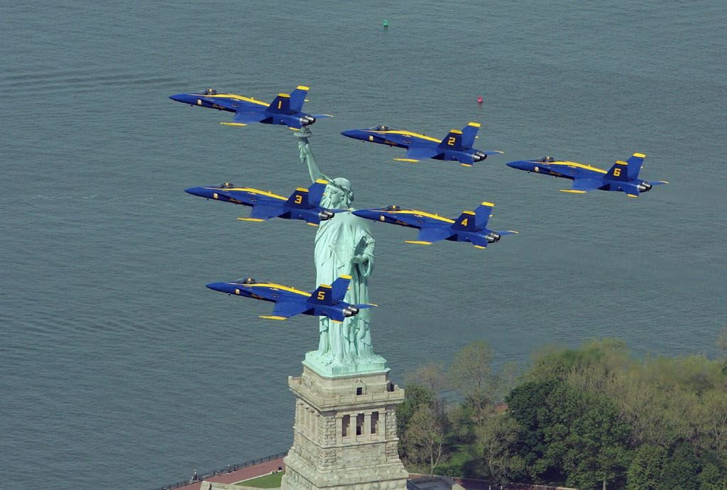 [Fighters+blue+angels+over+new+york.bmp]