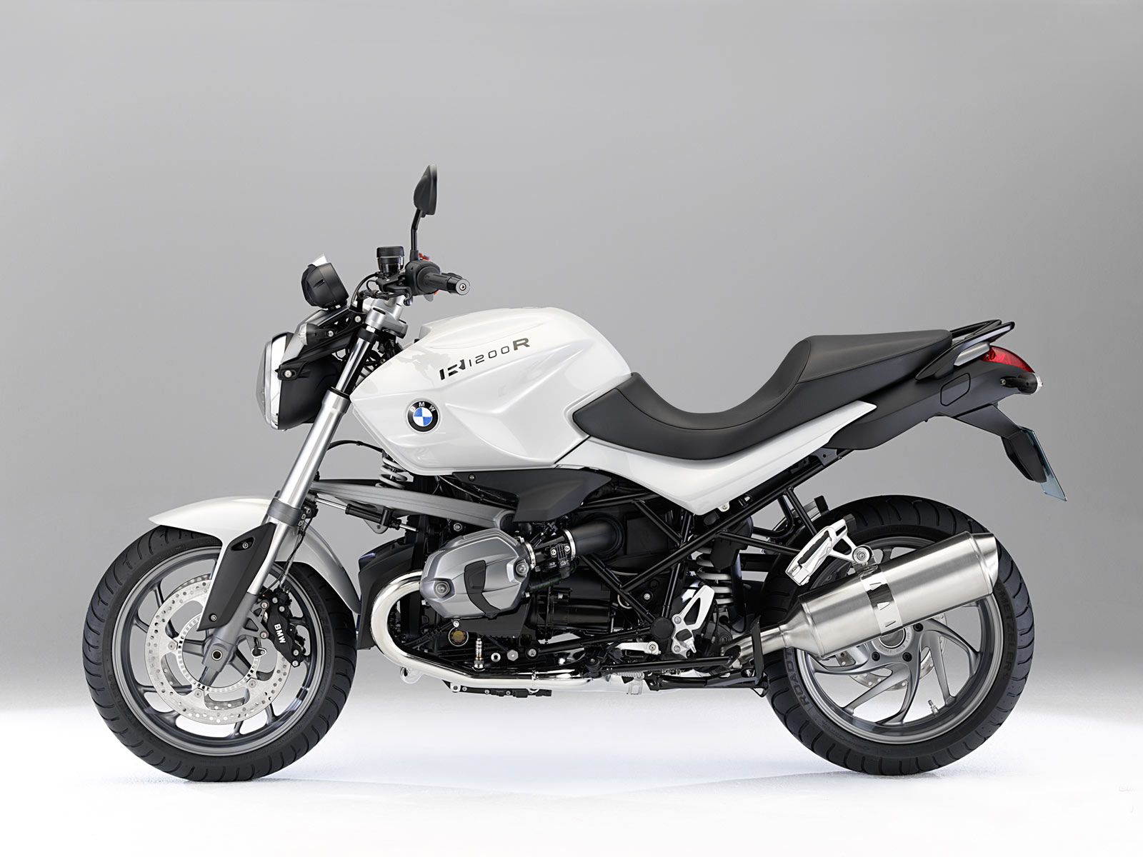 2011 BMW R1200R motorcycle pictures Accident lawyers info