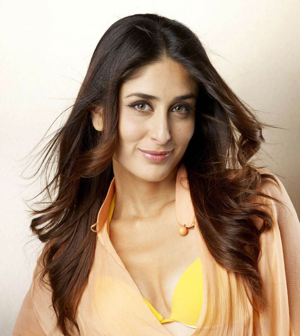 Funtoosh Hd Wallpaper Of Sexy Kareena Kapoor Wallpaper-3921