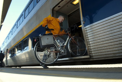 Image of bicyclist Paul Dorn boarding the Amtrak Capitol Corridor in Sacramento