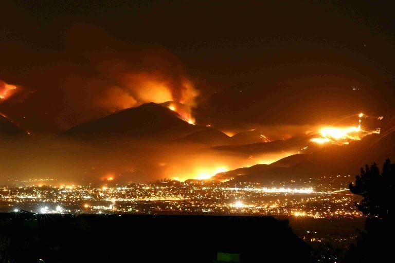 The City of Kelowna threatened by fire, 2003 - Source: http://atmysoiree.blogspot.ca/2010_08_01_archive.html