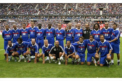 France's 1998 World Cup Champions pose before an exhibition soccer match against a selection of players from the rest of the world, to celebrate the 10th anniversary of France's World Champion title at the Stade de France in Saint-Denis July 12, 2008.