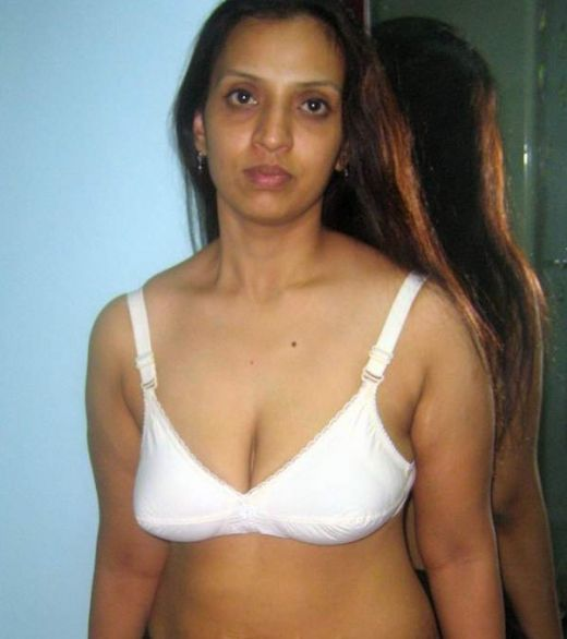 Pantyhouse Indian Aunty In Bra Panty-8978
