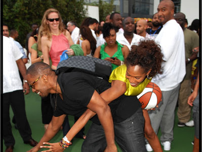 Jamie Foxx plays ball with MALA BRYAN