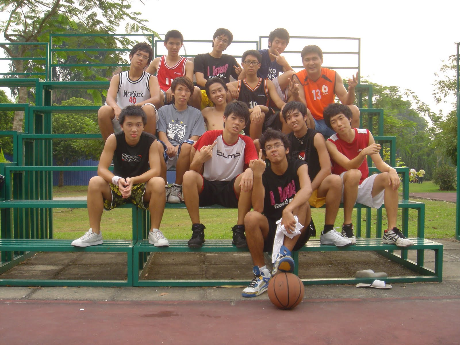 Stomping Street: enjoying playing sports with ur friends