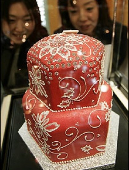 For All You Just To Be Married Couples Looking To Throw The Most  Extravagant Wedding Bash, Here Is The Most Perfect Wedding Cake.