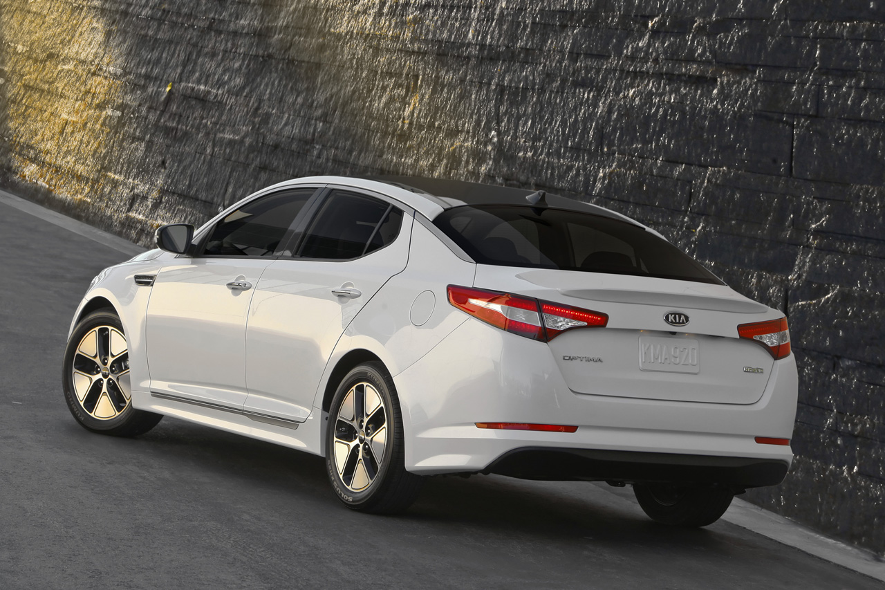 2011 Kia Optima Hybrid Will Offer Class Leading Estimated 40 Mpg Highway Fuel  Economy Blended With Technology, Efficiency And Design
