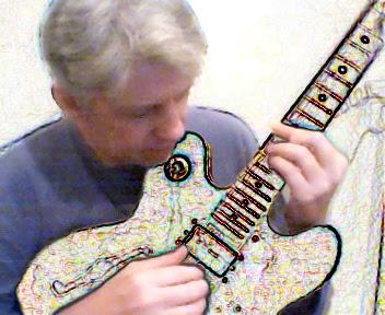 Helio Jenné toca uma guitarra multicor