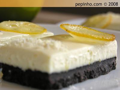 Barritas de limón y cardamomo con Oreo, queso crema y chocolate blanco