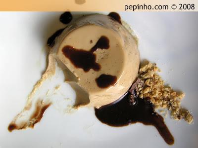 Panna Cotta de café con salsa de chocolate