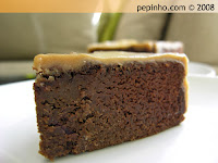 Pastel de chocolate con cobertura a la vainilla