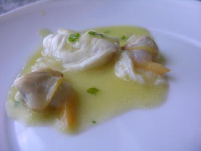Cocochas de bacalao con berberechos con berberechos al txakolí (M. Berasategui)