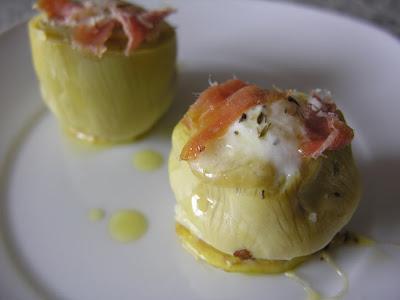 Alcachofas rellenas de huevos de codorniz