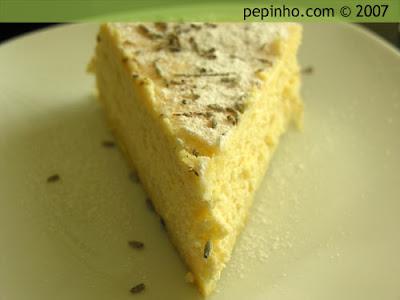 Tarta de queso ricotta y sirope de lavanda