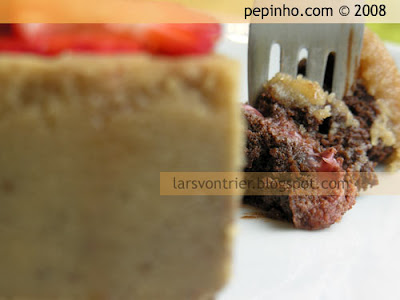 Pastel de chocolate de Nancy con fresas y cobertura de vainilla