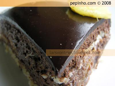Criollo (Tarta mousse sabayón de chocolate con limón, jengibre, coco y plátano)