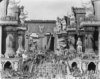 Marea scena de pe platoul Babilonului