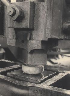 Albert Renger-Patzsch - Maschinenhammer, 1927