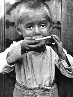 Kata Kálmán - Child eating Bread