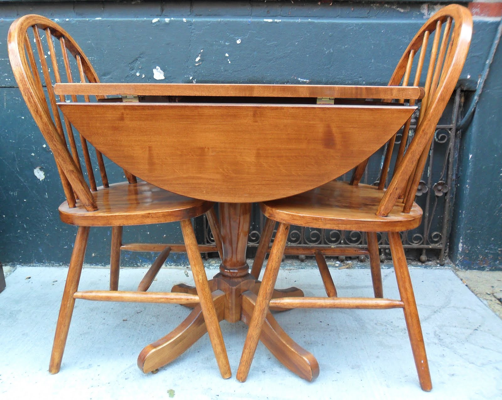 Uhuru Furniture & Collectibles: Drop Leaf Table & 2 Chairs ...