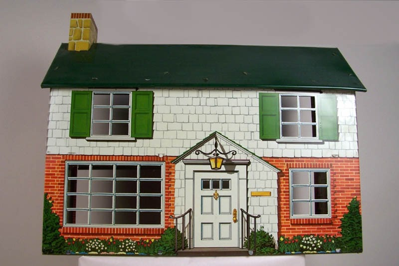 I Couldn T Resist This Vintage Colonial Dollhouse From The