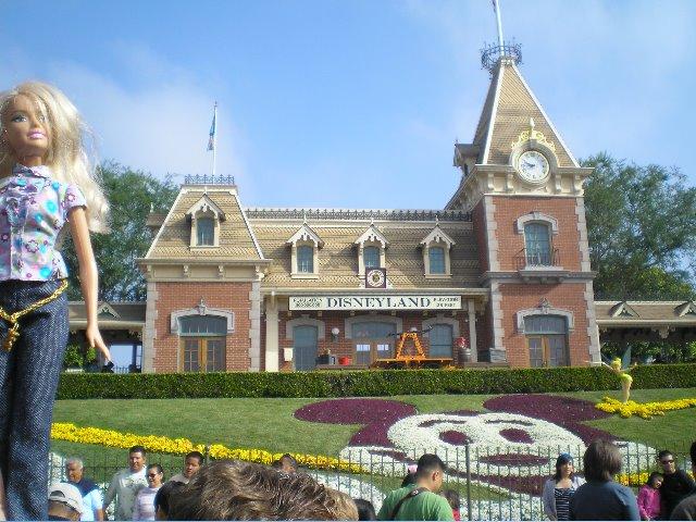 [Disneyland.jpg]