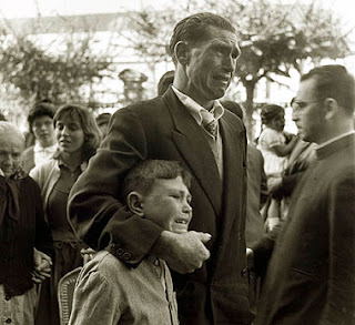 Foto de Manuel Ferrol encadrada dentro da  temática da emigración galega no século XX