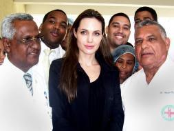 La actriz Angelina Jolie visitó ayer a las víctimas del terremoto de Haití.