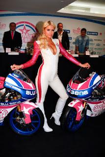 """Paris Hilton Reina del Fin de semana en Madrid. Primero presentando la escuderia de motos """"SUPERMARTXÉ VIP BY PARIS HILTON"""" y luego siendo el Alma de la Fiesta en  sala Fabrik de Madrid"""