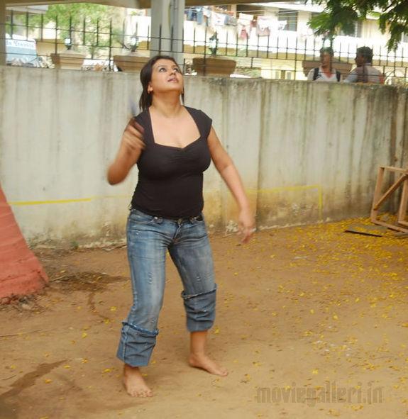 http://1.bp.blogspot.com/_kLvzpyZm7zM/S72hNh-n1MI/AAAAAAAAJHs/MiudEWEUydI/s1600/tamil_actress_sona_heiden_hot_photos_pictures_02.jpg