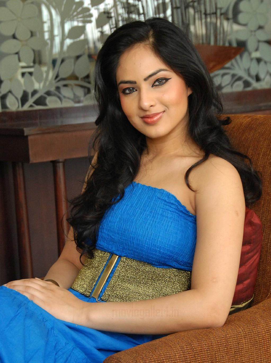 Komaram Puli Heroine Nikesha Patel Hq Photos Stills Gallery New