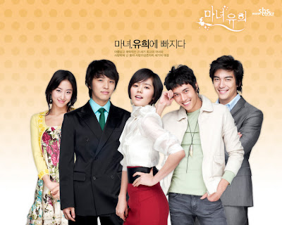Yoo Hee with the rest of the cast