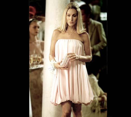 [ep74_carrie_pinkbubbledress.jpg]