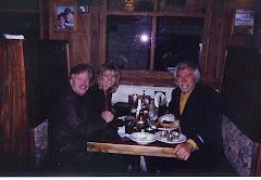 Compartiendo un almuerzo y renovando la amistad con Steve y Jery Hill