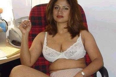 in Bikini Pictures , Indian Aunties Pictures , Mallu Aunties Pictures