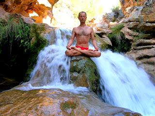 Yoga, postura de loto, padmasana, imagenes de yoga, maestros de yoga,   Guru Tanumânasî.