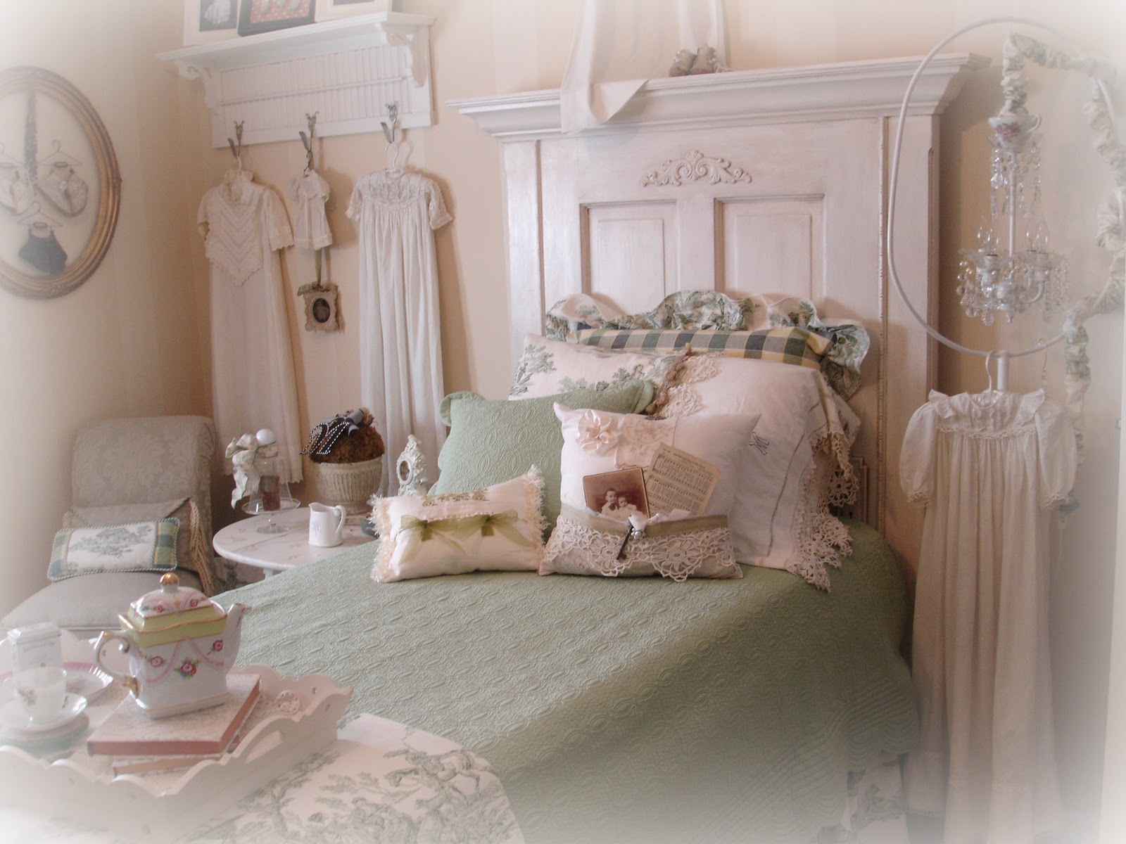 Forever Decorating!: Green Toile Guest Bedroom