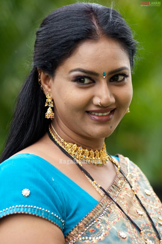 aunty raksha saree aunties tollywood character actresses artist