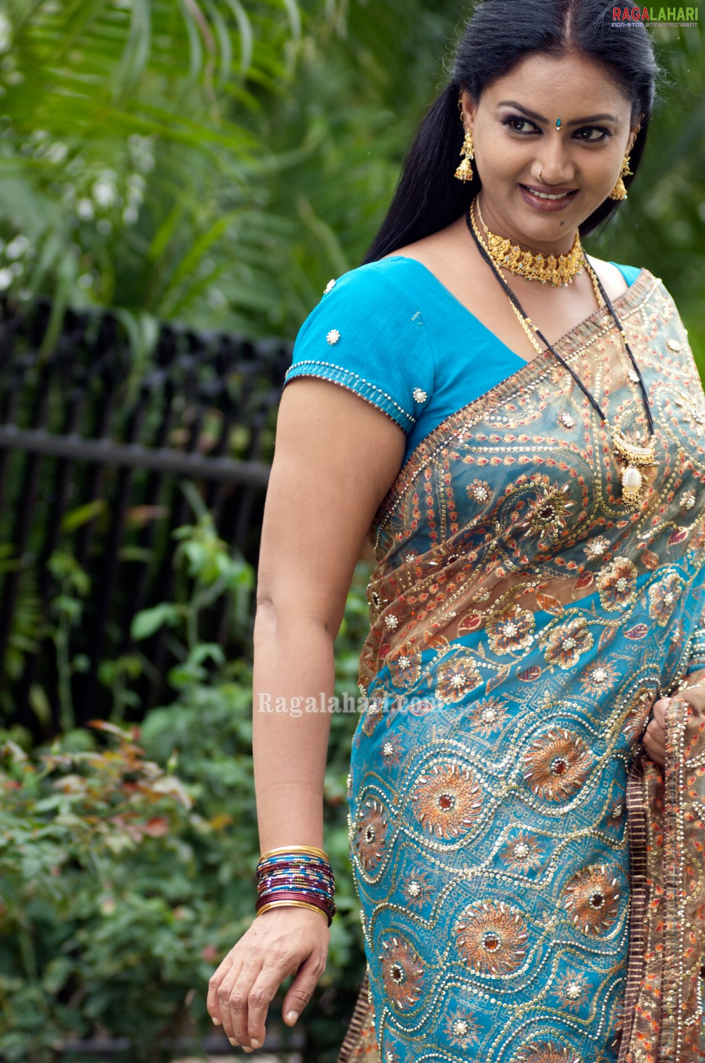 Tollywood Aunties And Actresses Raksha Aunty Hot In Saree-5268