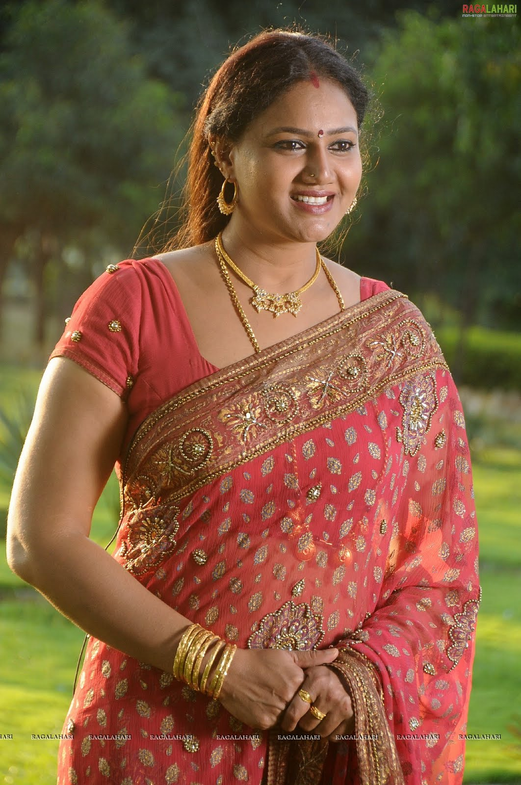aunty raksha aunties latest still tollywood desi telugu saree housewife actresses cleavage spicy reactions