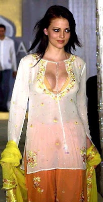 yana gupta deep cleavage