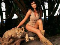 Yana Gupta lion, Yana Gupta panty