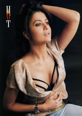 Amrita Arora, boobs show