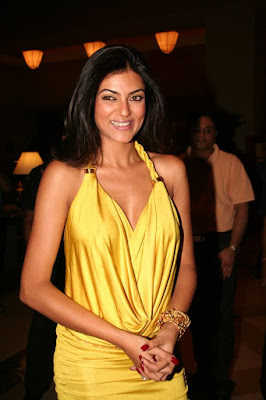 Sushmita Sen, hanging boobs