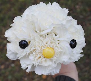 cómo hacer a Hello Kitty de flores